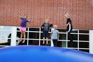 Børn på hoppepude