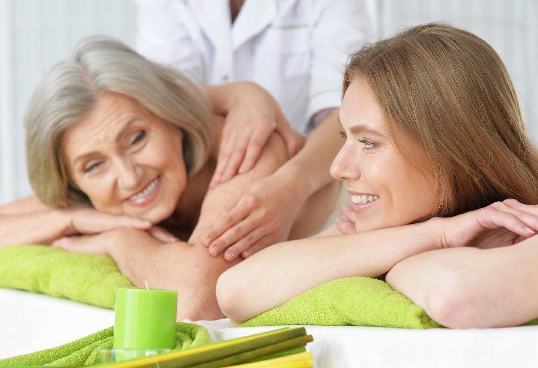 Kvinder får massage